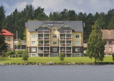 Kuva Alavuden Järviluomanrannasta järveltä päin